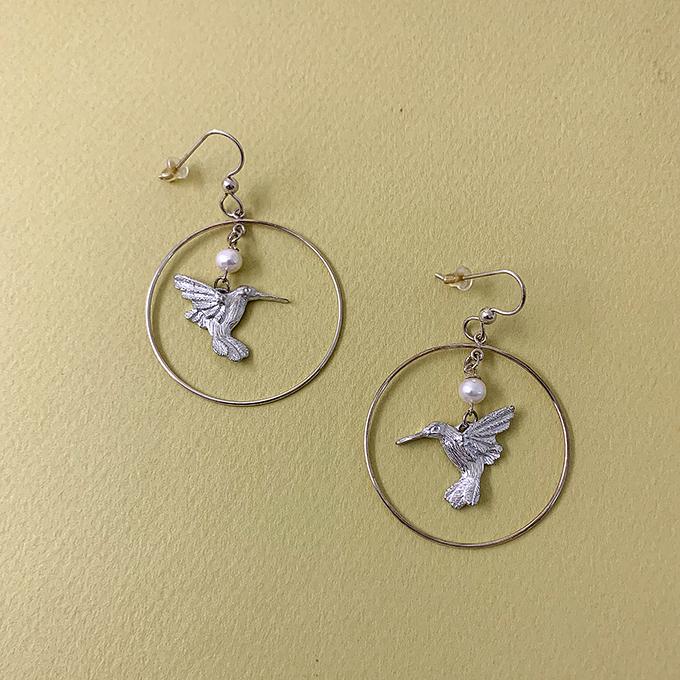 Hummingbird earrings with pearl
