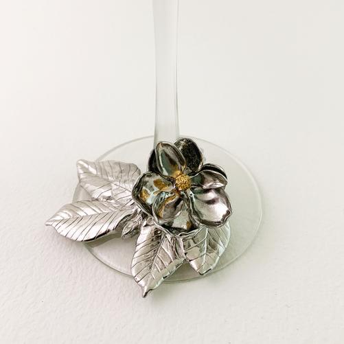 magnolia on the base detail