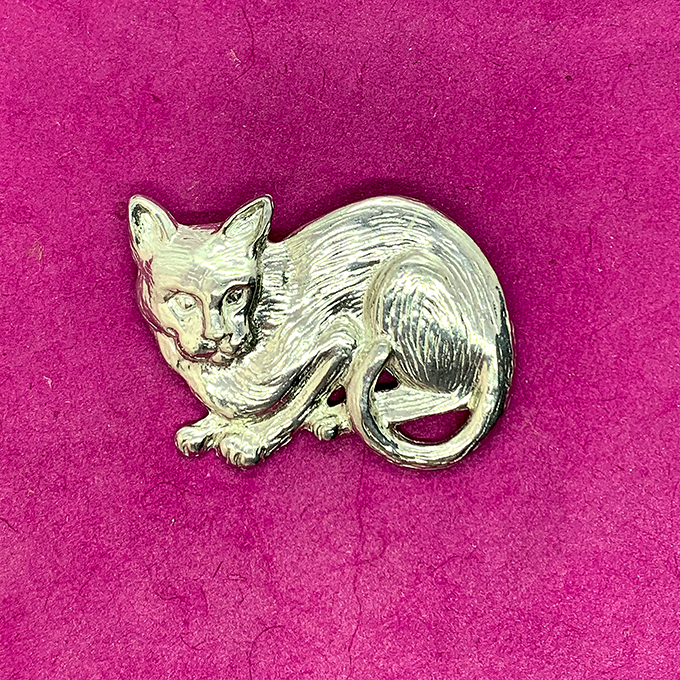 crouching cat pin